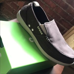 Other - Wall crocs size 9